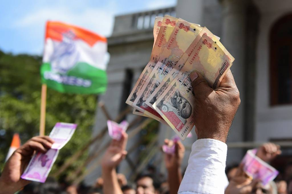india cash crisis indian rupees